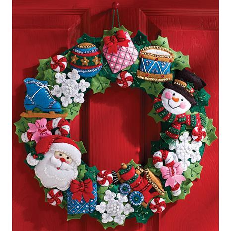 Bucilla felt wreath applique kit 16 round christmas toys for Coronas de navidad hechas a mano