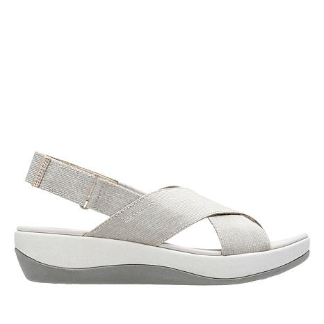 99288be30e77 cloudsteppers-by-clarks-arla-kaydin-adjustable-sandal -d-2018071012383027~629577.jpg