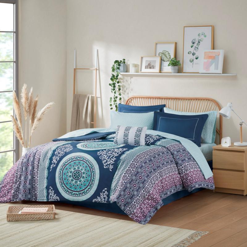 Intelligent Design Loretta Navy Twin Comforter and Sheet Set